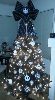 Jack Skellington Christmas tree!!! So freakin awesome I wish this was my christmas tree !