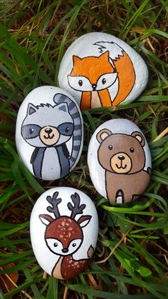 Painted rocks with animals - Cute rock painting idea from Artistro. Rock painting idea for kids and adults. DIY rock painting in - Rock Painting Patterns, Rock Painting Ideas Easy, Rock Painting Designs, Paint Designs, Rock Painting For Kids, Paint Pens For Rocks, Painted Rocks Craft, Hand Painted Rocks, Pierre Decorative