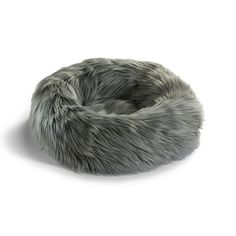The cosy nest-like design with its raised edge gives your cat a comforting sense of security, making the Capello Cat Bed the perfect place for your furry friend to retreat and hide from the world.