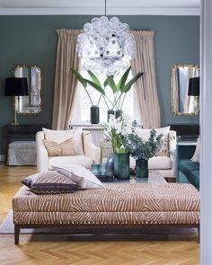 Vi elsker dette rommet som @divinedesignas står bak! Nydelig grønnfarge, herlige tekstiler og lampen Taraxacum 88 designet av Castiglioni for Flos utgjør en fantastisk miks. God fredag! #levvakkert #taraxacum88 @flos_norge #flos #interior #interiør #instahome #inspirasjon #elegant #green #interiørdesign #interiordesign #castglioni #textiles #livingroom #stue Foto: @elisabethaarhus Kommer i #maisoninteriør