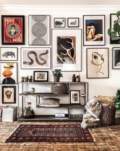 """""""I'm figuring out art for a few spaces and 's gallery wall is beyond 💣 for ideas. Such good midweek inspo from this shot ✖…"""" Inspiration Wall, Interior Inspiration, Eclectic Gallery Wall, Eclectic Wall Decor, Everything But The House, Living Room Decor, Bedroom Decor, Master Bedroom, Frames On Wall"""