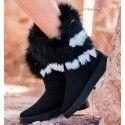 Botas Moscú Negro De tipo australianas, con un tejido suave al tacto, calentitas y con la suela más resistente. Diseño y comodidad. #botas #botasaustralianas #style #fashion #calzado #zapatos 👉 www.indalas.com