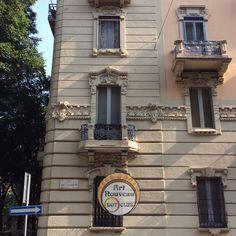 edificio modernista milano