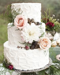 Rustic Cakes If you're a Fixer Upper fan or just have a thing for distressed textures, we've found the baked equivalent. Achieve a rustic look by going heavy on the buttercream icing and topping it off with fresh berries, greenery, and flowers.