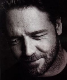 Russell Crowe est un acteur et réalisateur néo-zélandais né le 7 avril 1964 à Wellington.