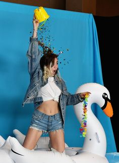 Noah Cyrus Photos - Miley Cyrus attends the iHeartSummer '17 Weekend hosted by AT&T at Fontainebleau Miami Beach on June 10, 2017 in Miami Beach, Florida. - iHeartSummer '17 Weekend By AT&T, Day 2 - Backstage