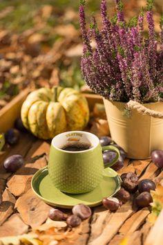 #autumn #jesien #inspiration #inspiracje #poduszki #decoration #home #style Coffee Break, My Coffee, Coffee Time, Coffee Cups, Autumn Coffee, Fall Season, Moscow Mule Mugs, Tea Party, Beverages