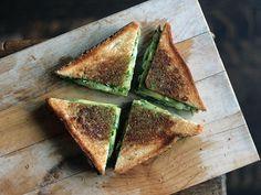 Sandvis cu avocado si spanac