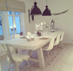 White Wash steigerhouten tafel. Basement Inspiration, Interior Inspiration, White Wash Table, Dining Table In Kitchen, Nice Kitchen, Wooden Tables, Home Staging, Cool Kitchens, Home And Living