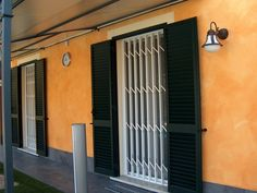 Retractable steel security bar PRÆSIDIUM® P.600 by TESIFLEX