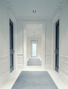 Love those halogen recessed lights. Commercial property? Hotel hallway? Either way, beautiful and sophisticated. || Piet Boon http://www.pietboon.com