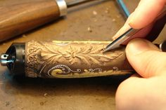 carving a knife handle - classic floral patterns with wire inlay