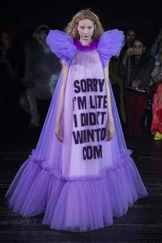 Photos of Viktor and Rolf Spring Summer 2019 Haute Couture fashion show at Paris Couture Week (January Couture Week, Style Couture, Spring Couture, Haute Couture Fashion, Weird Fashion, High Fashion, Fashion Show, Fashion Design, Fashion Trends