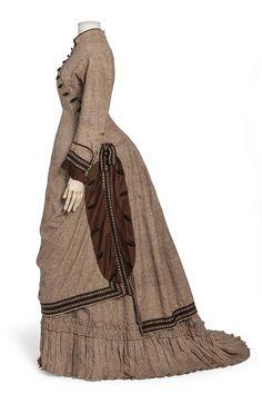 1880-85 Dress, silk floss weave crepe and yoke | Decorative Arts