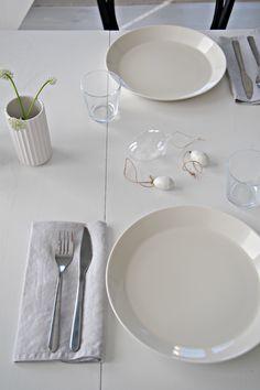 Hannas Home / Easter decorations / Easter table setting / Varaslähtö pääsiäiseen Easter Table, Decorations, Plates, Lifestyle, Tableware, Kitchen, Blog, Home, Licence Plates