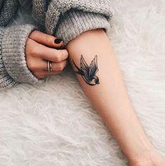Resultado de imagem para pássaro carregando tattoo