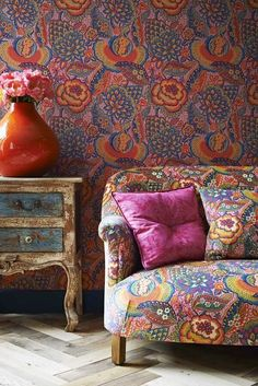 Idea of matching wallpaper to upholstery. I think this would be a great accent wall, but not a whole room. Deco Boheme Chic, Boho Chic, Shabby Chic, Decoracion Vintage Chic, Liberty Art Fabrics, Liberty Print, Interior And Exterior, Interior Design, Interior Ideas