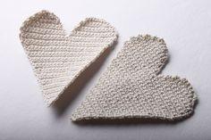 Návod na háčkované vintage srdce 32 Peta, Crochet Fashion, Floor Pillows, Crochet Projects, Crochet Patterns, Basket, Christmas Ornaments, Handmade, Vintage