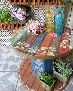 Plans of Woodworking Diy Projects - Creative Beginners Friendly Woodworking DIY Plans At Your Fingertips With Project Ideas, Tips and Tricks Get A Lifetime Of Project Ideas & Inspiration! Wooden Spool Tables, Cable Spool Tables, Wooden Cable Spools, Wood Spool, Cable Spool Ideas, Wooden Spool Projects, Repurposed Furniture, Painted Furniture, Diy Furniture