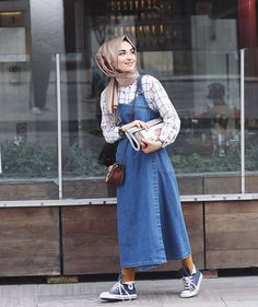 125 best hijab styles for short height girls to look tall – page 1 Casual Hijab Outfit, Hijab Chic, Hijab Elegante, Hijab Dress, Hijab Fashion Casual, Hijab Fashion Summer, Look Fashion, Retro Fashion, Fashion Styles