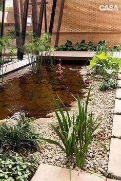 Bonjour,On a tous rêvé un jour d'un petit coin d'eau dans son jardin.J'ai déniché pour vous 16 idées d'aménagement de bassin d'eau à reproduire dans votre jardin !