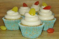 Belle cupcakes: CUPCAKES DE LIMÓN RELLENOS DE MERMELADA DE NARANJA CON BUTTERCREAM DE PIÑA COLADA