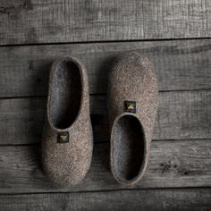 Felted slippers with very dark brown rubber soles for men - eco friendly, handmade to order. Real rustic style, pure natural, minimal. Amazing and super practical natural colors - greyish brown (cappuccino brown) and dark grey. Simple, yet with style.  100 % handmade natural felted slippers. High quality undyed organic natural sheep wool was used for making them. Woolen slippers have the following properties: durability, comfort, warmth during the cold season and sensation of cooling in hot…