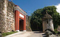 """Me encanta mi isla del encanto, Puerto Rico! Foto en San juan, su puerta """"principal"""" acompañada de su leyenda el beso. ¿La conoces?"""