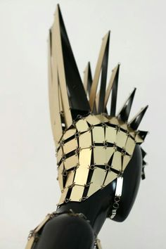 people create headwear/armor/art out of tiny scraps salvaged together mosaic-style::Paco Rabanne 1967 Paco Rabanne, Balenciaga, Givenchy, 1960s Fashion, Vintage Fashion, Unique Fashion, Ali Mcgraw, New Mode, Image Mode