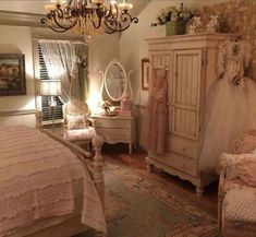 A gorgeous and very shabby chic bedroom with such a romantic feel to it. A beautiful source of inspA gorgeous and very shabby chic bedroom with such a romantic feel to it. A beautiful source of inspiration! Casas Shabby Chic, Shabby Chic Mode, Shabby Chic Kitchen, Vintage Shabby Chic, Shabby Chic Style, Shabby Chic Decor, Bedroom Shabby Chic, Chic Bedroom Ideas, Bedroom Romantic