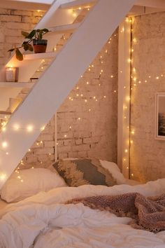 Extra long mod string lights in 2019 one day room decor, bed Cute Bedroom Ideas, Cute Room Decor, Room Ideas Bedroom, Bedroom Inspo, Bedroom Designs, Bed Room, Diy Bedroom, Bedroom Ideas Creative, Dorm Room Beds