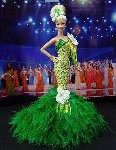 Mississipp Barbie - Miss Mississippi 2010 Doll Clothes Barbie, Vintage Barbie Dolls, Green Evening Gowns, Green Gown, Fashion Dolls, Fashion Show, Miss Pageant, Barbie Miss, Barbie Princess