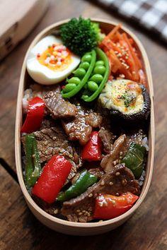 Beef Yakiniku Bento Yakiniku-don (beef, bell pepper, paprika), carrot namul Mayochizu, grilled mushrooms, boiled egg