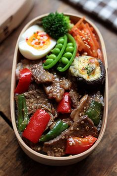 Beef Yakiniku Bento Yakiniku-don (beef, bell pepper, paprika), carrot namul Mayochizu, grilled mushrooms, boiled egg