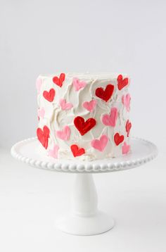 valentines day cake Learn how to make a sweet and simple chocolate candy hearts cake! Youll never guess the highly sophisticated set of tools I used to make the hearts. Cute Cakes, Pretty Cakes, Beautiful Cakes, Amazing Cakes, Dessert Design, Chocolate Bonbon, Chocolate Hearts, Chocolate Fudge, Bolo Cake