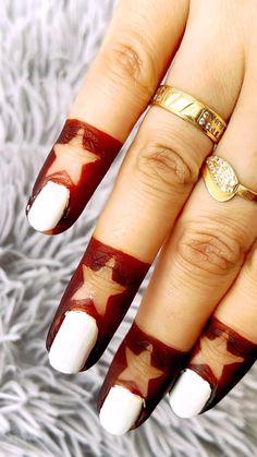 Simple Mehndi Designs Fingers, Mehndi Designs Front Hand, Latest Henna Designs, Floral Henna Designs, Simple Arabic Mehndi Designs, Finger Henna Designs, Henna Tattoo Designs Simple, Stylish Mehndi Designs, Mehndi Designs For Girls