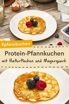 Mit extra viel Protein: Protein-Pfannkuchen mit Haferflocken und Magerquark für… With extra protein: protein pancakes with oatmeal and lean quark for a delicious breakfast! Strawberry Smoothie, Fruit Smoothies, Healthy Smoothies, Smoothie Recipes, Shake Recipes, High Protein Snacks, Healthy Protein, Protein Foods, Oatmeal Pancakes