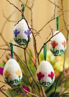 Easter balls by Arne and Carlos. Taken from Arne & Carlos Greatest Knits Knitting Supplies, Knitting Projects, Crochet Projects, Easter Crafts, Holiday Crafts, Easter Egg Basket, Easter Eggs, Arne And Carlos, Yarn Store