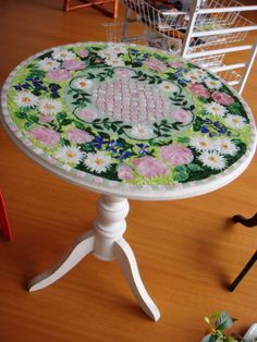 spectacular table of mosaic glass stained glass and copper beads, design of roses and daisies, colores.posibilidad of other designs of flowers.