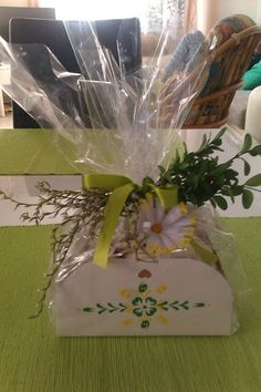 výslužka Gift Wrapping, Signs, Paper Wrapping, Wrapping Gifts, Novelty Signs, Sign, Gift Packaging, Dishes, Present Wrapping