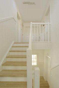 Bildergebnis für Flur mit Paneele an Treppe