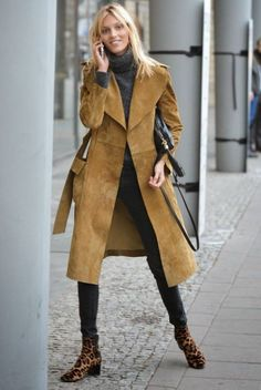 The Front Row View: Model Street Style: Anja Rubik's Suede Trench Coat Look The Front Row View: Model Street Style: Anja Rubik's Suede Trench Coat Look … Winter Stil, Casual Winter, Fall Winter Outfits, Autumn Winter Fashion, Model Street Style, Street Style Chic, Anja Rubik, Suede Trench Coat, Trench Coat Outfit