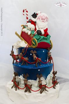 Cake Wrecks - Home - Sunday Sweets: Christmas Cuties Chrismas Cake, Christmas Themed Cake, Christmas Cupcakes, Christmas Sweets, Christmas Baking, Reindeer Christmas, Father Christmas, Christmas Holiday, Santa Cake