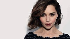 Emilia Clarke becomes one of the hottest American television actress after she appeared in the famous series of Game of Thrones. She has won many awards for her role Daenerys Targaryen in GOT. And now Emilia Clarke Emilia Clarke, Star Wars Han Solo, Star Wars Film, Jamie Lannister, Marie Claire, The One, Short Hair Cuts, Short Hair Styles, Daenerys Targaryen