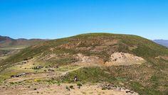 [Lesotho] Sur la route vers Semonkong... Des villages perdus au milieu de l'immensité des montagnes et des gens qui surgissent de nulle part... Notre route sera ponctuée par ces rencontres incongrues. #lesothoroadtrip #lesotho #igerslesotho #africa #afrique #unlimitedafrica #ontheroad #roadtrip #landscape #travelfamily #travelfamily #voyageenfamille #neverstopexploring #voyage #travel #travelgram #instatravel #defi365 #canon #canonphoto #landscapephotography