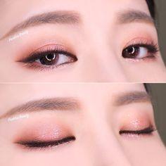 A imagem pode conter: uma ou mais pessoas e close-up Korean Makeup Look, Korean Makeup Tips, Korean Makeup Tutorials, Eyeshadow Tutorials, Makeup Trends, Makeup Inspo, Makeup Art, Makeup Inspiration, Eye Makeup Glitter