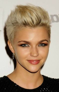 Blonde Short Hairstyles - Short Hair blonde short hair styles 2017 for women and men come with a design of 2017 hairstyles for short hair. Edgy Short Haircuts, Short Hairstyles For Thick Hair, Short Hair Cuts For Women, Boy Haircuts, Pixie Haircuts, My Hairstyle, Undercut Hairstyles, Girl Hairstyles, Hairstyle Ideas