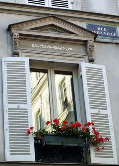 Parisian Building  Montmartre  Paris, France