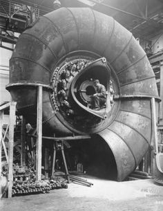 Building a spiral turbine (1928, Germany). Photograph by Georg Pahl (Germany, 1900-1963).