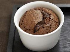 Minisoufflés de chocolate Fondant Chocolat Caramel, Chocolate Nestle, New Year Menu, Desert Recipes, Crepes, Deli, Bon Appetit, Oatmeal, Deserts